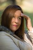 Bekymrad stressad attraktiv mogen kvinna Royaltyfri Fotografi