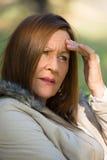 Bekymrad stressad attraktiv mogen kvinna Royaltyfria Bilder
