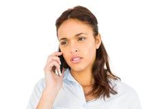 Bekymrad tillfällig kvinna på telefonen royaltyfria bilder