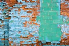 bekymrad vägg för tegelsten Arkivfoton