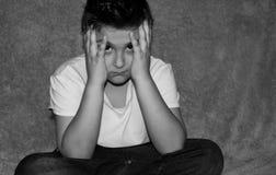 Bekymrat ledset barn fotografering för bildbyråer