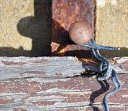 Bekymrat trä och tråd med Rusty Metal: Abstrakt begrepp Arkivfoto