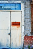 Belägga med metall dörren Arkivfoto
