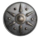Belägga med metall den medeltida runda skölden som isoleras på den vita illustrationen 3d Royaltyfri Foto