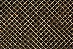 Belägga med metall ingrepps- eller aluminiumrastret på svart bakgrund arkivbild