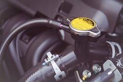 Belägga med metall räkningen på ett element för att kyla för motor fotografering för bildbyråer