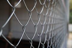 Belägga med metall rastret som är nära upp på en industriell plats Royaltyfri Bild