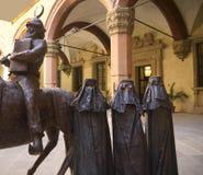 Belägga med metall skulpturer i Palazzo Arkivfoton