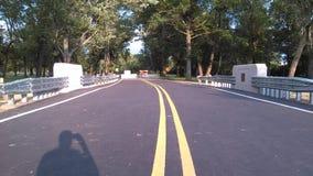 """Belägga med metall skyddande barriärer på den nyligen konstruerade lilla bron 2-C-504 NJ USA Ð """", Royaltyfri Fotografi"""