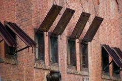 Belägga med metall stänger med fönsterluckor Royaltyfri Foto