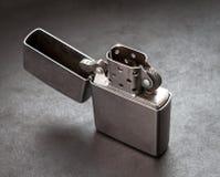 Belägga med metall tändare. arkivfoton