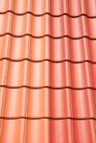 Belägga med tegel för tak Arkivbild