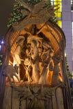 Belén de madera hermoso en el cuadrado de Wenceslao foto de archivo