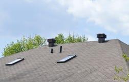 Belüftung des Dachbodens mit Oberlichtfenstern Lizenzfreie Stockbilder
