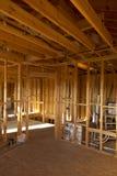 Belüftungs-, Abwasser- und Wasserinstallation in der Trennwand Stockfotografie