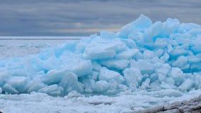 Bel écoulement de glace de bleu de turquoise Image stock