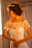 Bel épouser de jeunes mariées Photographie stock