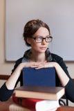 Bel étudiant féminin avec des livres Photo stock