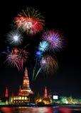 Bel affichage de feu d'artifice pendant la bonne année de célébration 2017, Images stock