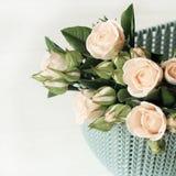 Bel agencement de fleur D'isolement sur le fond clair image stock