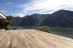 Bel appartement terrasse images libres de droits