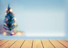 Bel arbre de Noël décoratif de tache floue Image stock