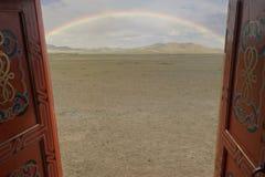 Bel arc-en-ciel dans Mongolie images libres de droits