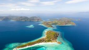 Bel archepilag avec les r?cifs coraliens ?le philippine, vue a?rienne photo stock