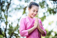 Bel Asiatique avec l'expression bienvenue Photos libres de droits