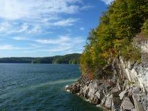 Bel automne sur le lac Solina Bieszczady Image stock