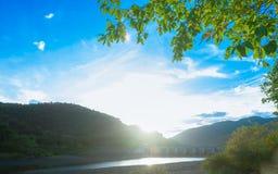 Bel avant de rivière de lac de barrage Photo stock