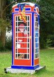 ` Bel een Koninklijke Phonebox ` die door Timmy Mallett in hulp van Childline ` s vijfentwintigste wordt geschilderd royalty-vrije stock afbeeldingen