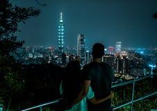 Bel horizon de Taïpeh la nuit Le gratte-ciel de Taïpeh 101 a comporté taiwan images libres de droits