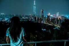 Bel horizon de Taïpeh la nuit Le gratte-ciel de Taïpeh 101 a comporté taiwan photo stock