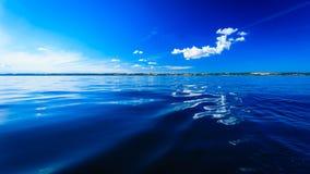 Bel horizon et ciel de mer de soirée de paysage marin Images libres de droits
