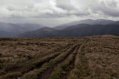 Bel horizontal d'automne dans les montagnes image stock