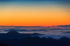 Bel horizontal d'automne dans les montagnes photographie stock libre de droits
