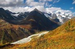 Bel horizontal de montagnes. Image libre de droits