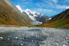 Bel horizontal de montagnes. Photo libre de droits