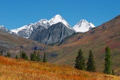 Bel horizontal de montagnes. Photos stock