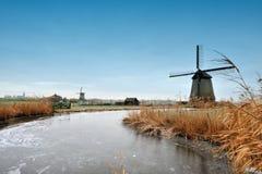 Bel horizontal de moulin à vent de l'hiver photographie stock