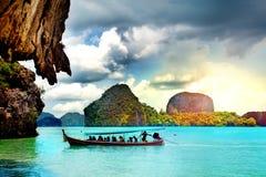 Bel horizontal de plage en Thaïlande Baie de Phang Nga, mer d'Andaman, Phuket photos stock