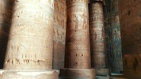 Bel intérieur du temple de Dendera ou du temple de Hathor L'Egypte, Dendera, temple égyptien antique près de clips vidéos