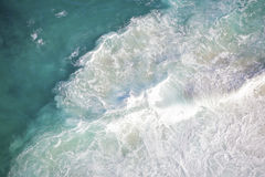 Bel océan bleu profond images stock