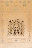 Bel ornement sur le mur du palais en Amber Fort à Jaipur, Inde Photos stock