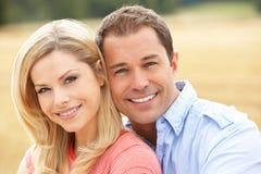 bel pary pole zbierająca siedząca słoma zdjęcia royalty free