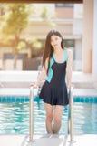 Bel usage de natation de port de femme photo libre de droits