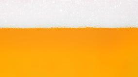 Bel van achtergrond van het bier de gele gouden water Royalty-vrije Stock Afbeeldingen