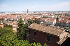 Belade med tegel tak av den franska staden av Lyon Royaltyfri Bild