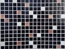 Belagd med tegel mosaik på väggen royaltyfri fotografi